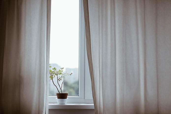 Firany i zasłony dobrane do mieszkania