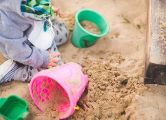 czy warto umieścić piaskownicę dla dziecka w ogrodzie?