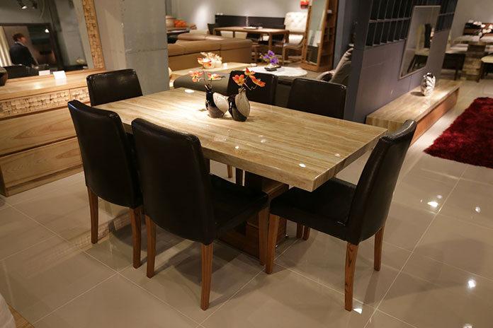 Stół idealny do pokoju gościnnego